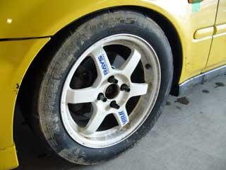 泥だらけのタイヤ